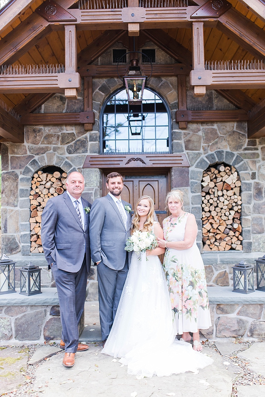 senecaryanco-pennsylvania-wedding-photographer-scranton-barnatglisteningpond_0499.jpg