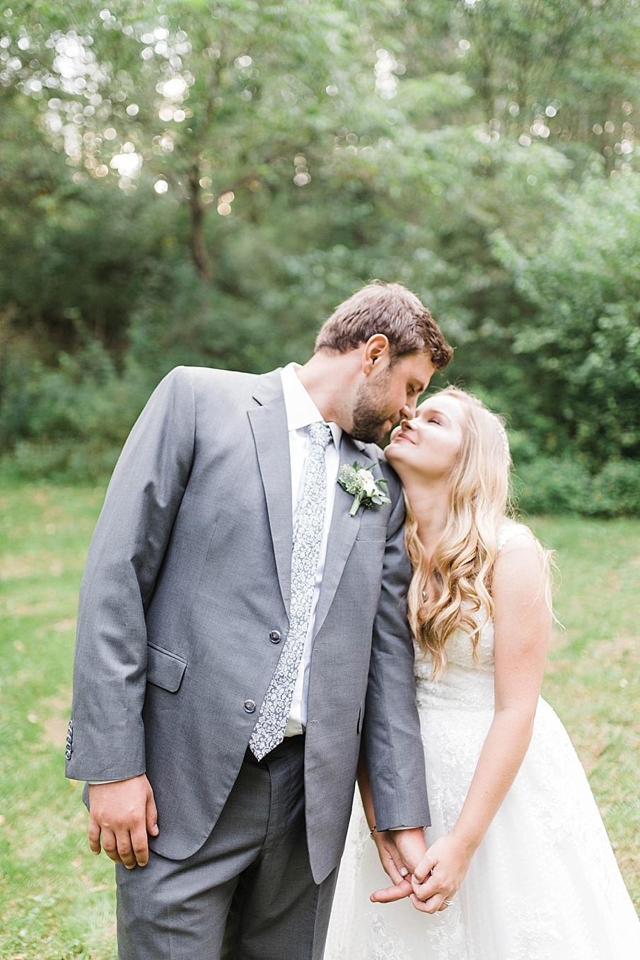senecaryanco-pennsylvania-wedding-photographer-scranton-barnatglisteningpond_0525.jpg