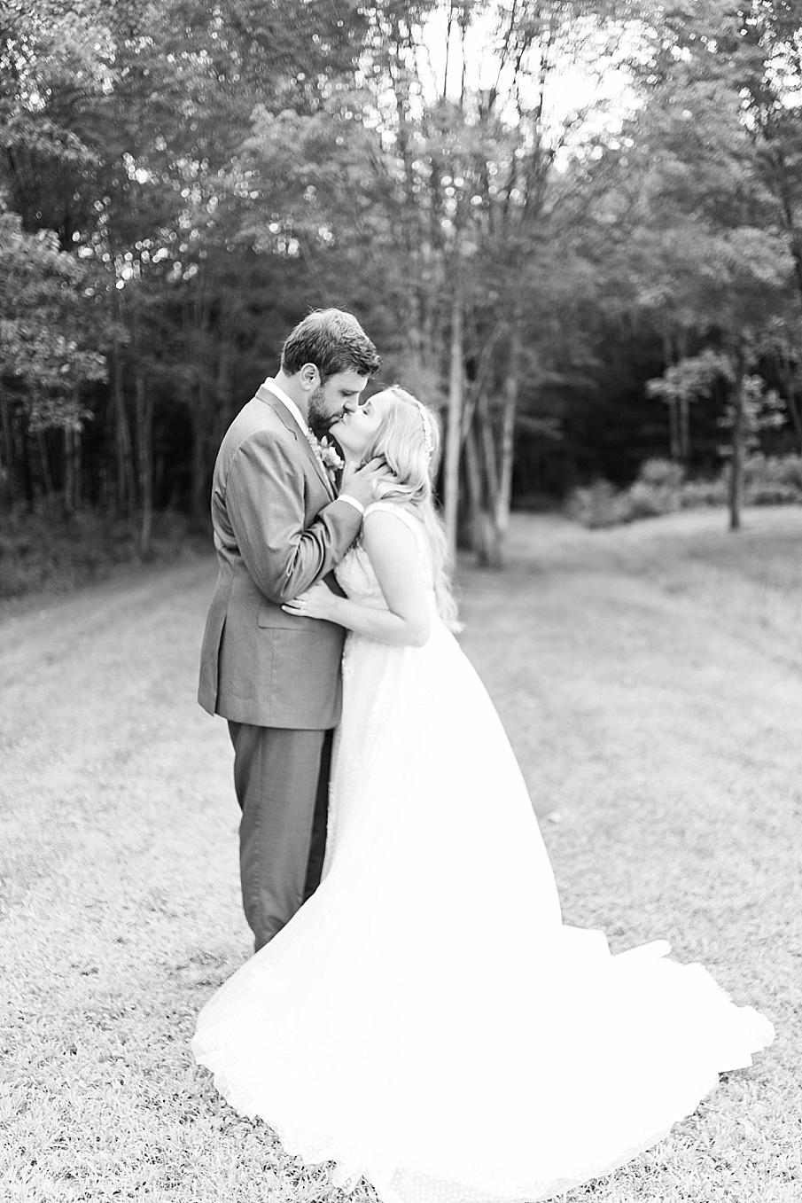 senecaryanco-pennsylvania-wedding-photographer-scranton-barnatglisteningpond_0528.jpg