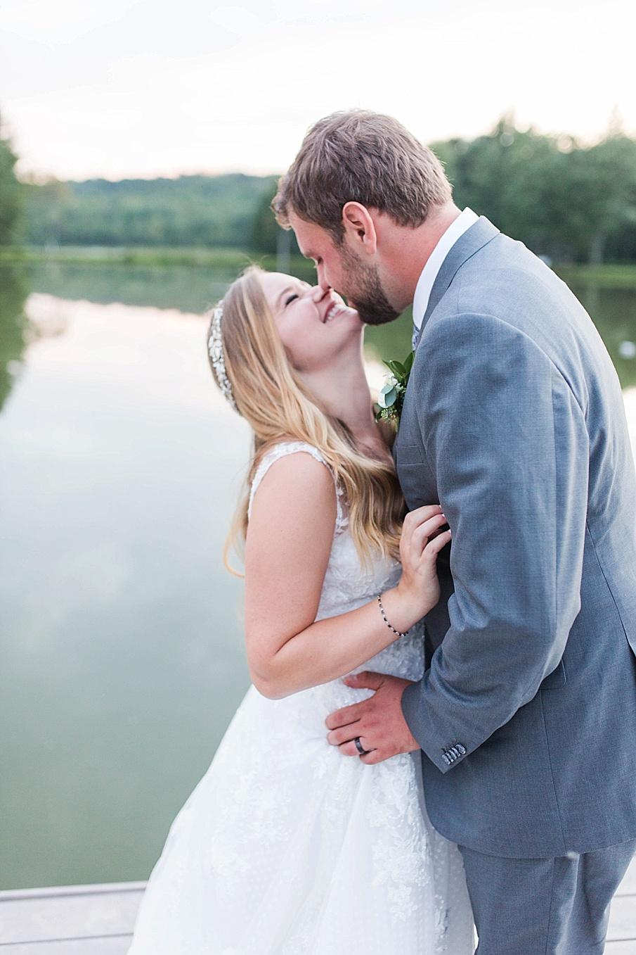senecaryanco-pennsylvania-wedding-photographer-scranton-barnatglisteningpond_0536.jpg