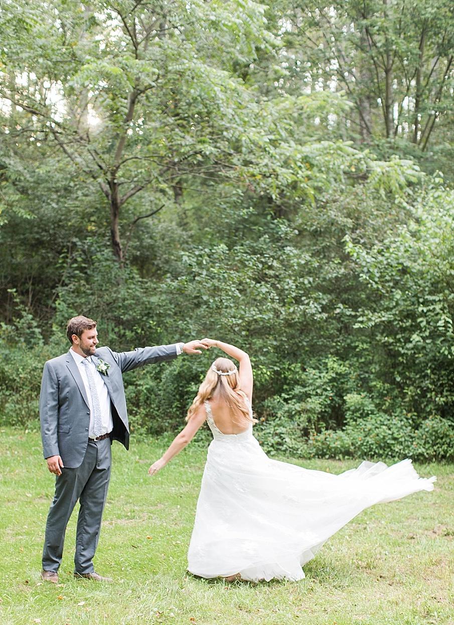senecaryanco-pennsylvania-wedding-photographer-scranton-barnatglisteningpond_0548.jpg
