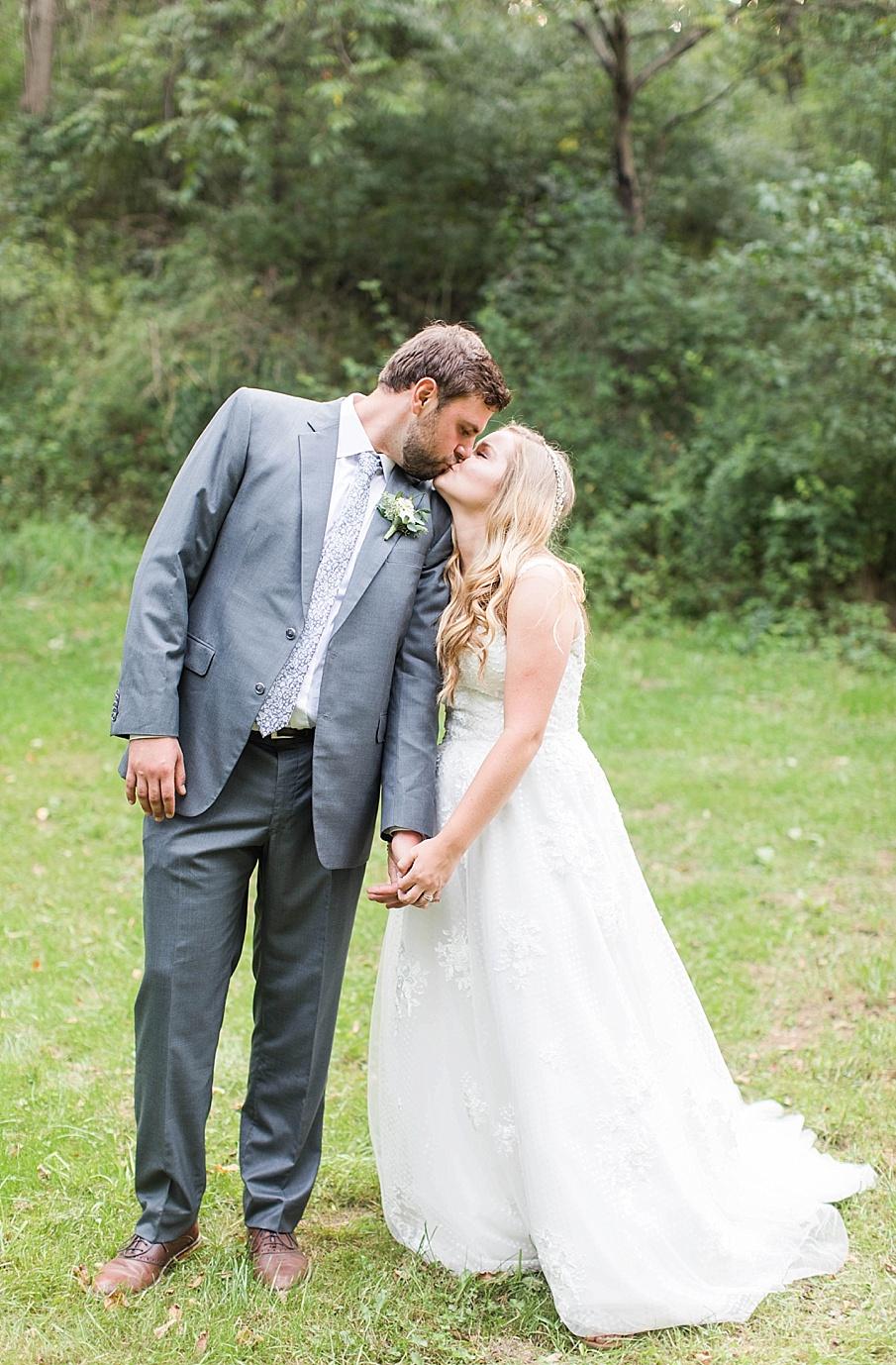 senecaryanco-pennsylvania-wedding-photographer-scranton-barnatglisteningpond_0549.jpg