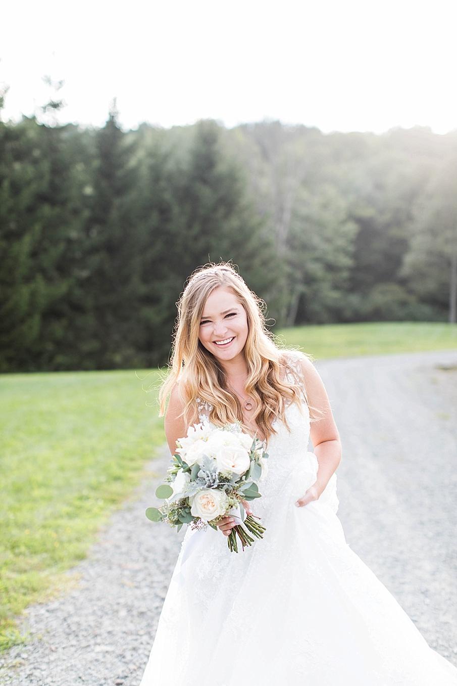 senecaryanco-pennsylvania-wedding-photographer-scranton-barnatglisteningpond_0551.jpg