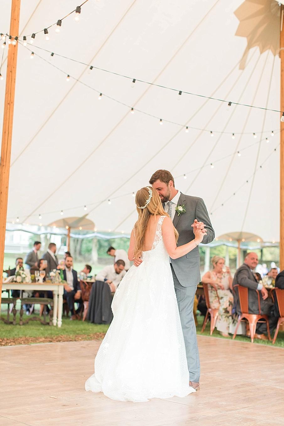 senecaryanco-pennsylvania-wedding-photographer-scranton-barnatglisteningpond_0562.jpg