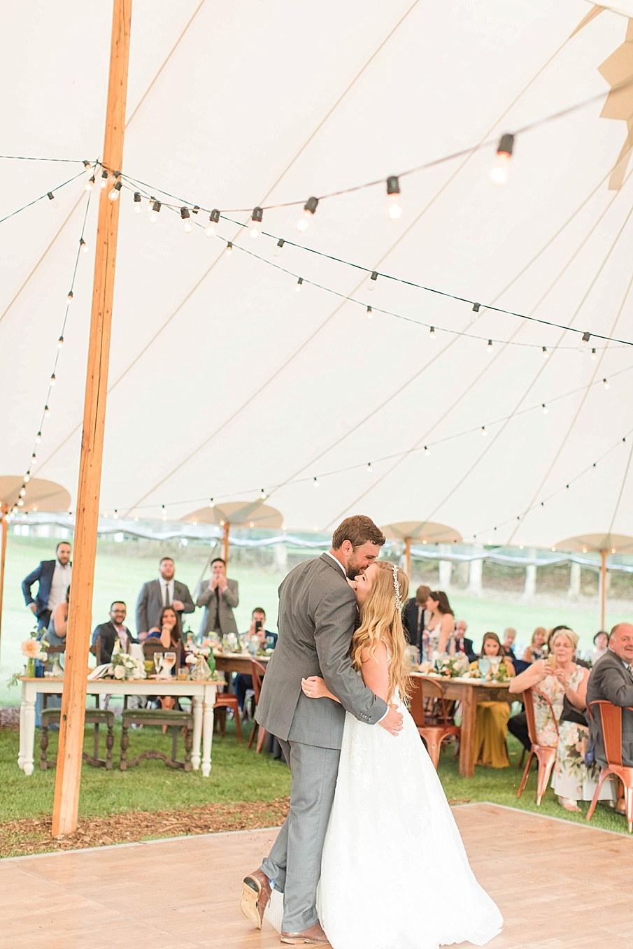 senecaryanco-pennsylvania-wedding-photographer-scranton-barnatglisteningpond_0563.jpg