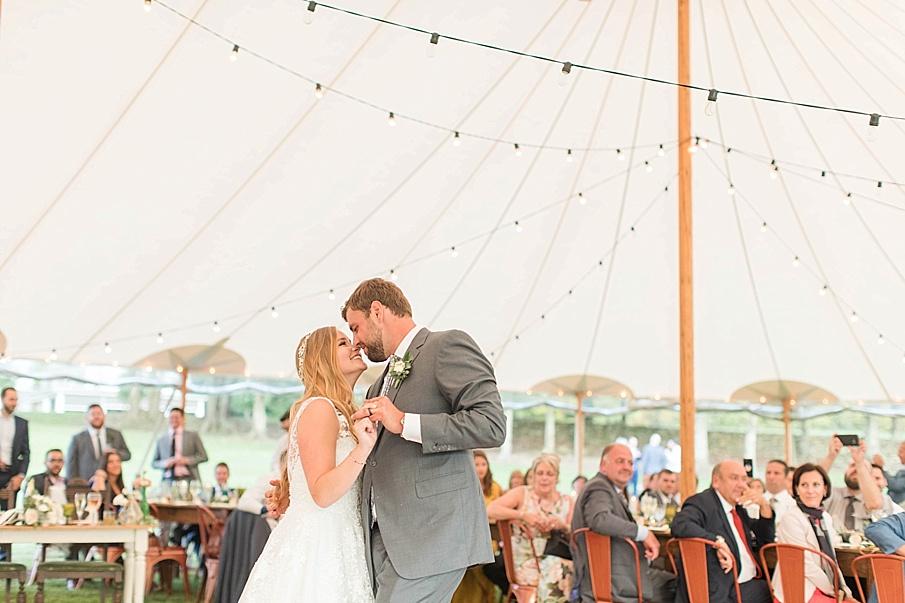 senecaryanco-pennsylvania-wedding-photographer-scranton-barnatglisteningpond_0565.jpg
