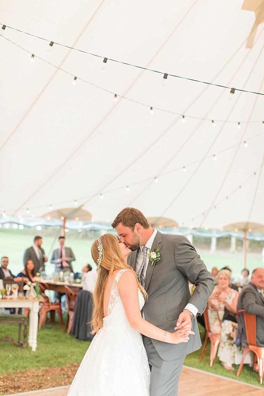 senecaryanco-pennsylvania-wedding-photographer-scranton-barnatglisteningpond_0564.jpg