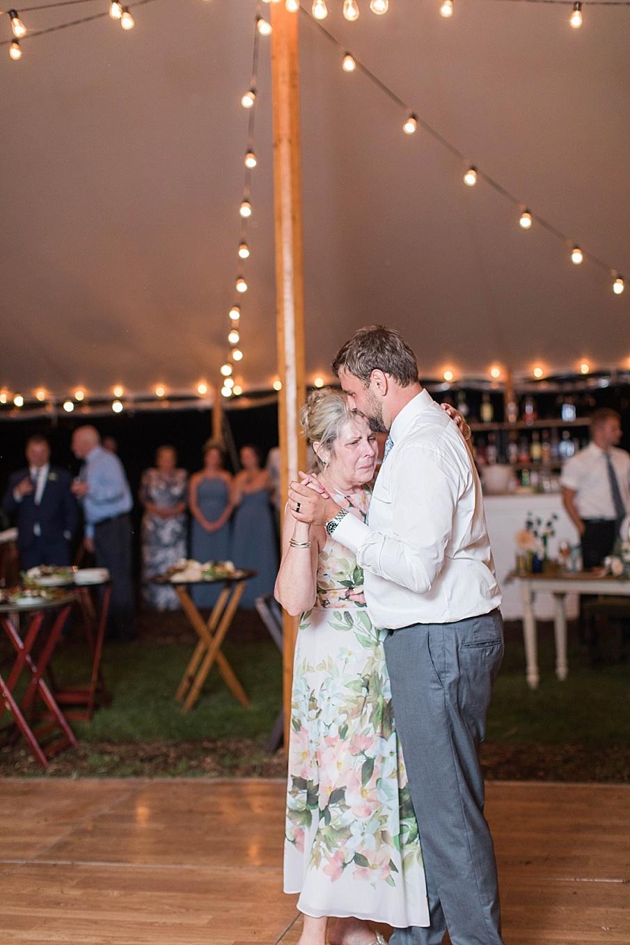 senecaryanco-pennsylvania-wedding-photographer-scranton-barnatglisteningpond_0577.jpg