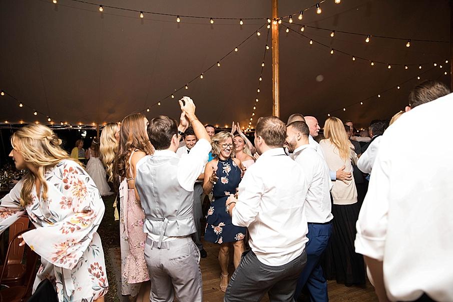 senecaryanco-pennsylvania-wedding-photographer-scranton-barnatglisteningpond_0582.jpg