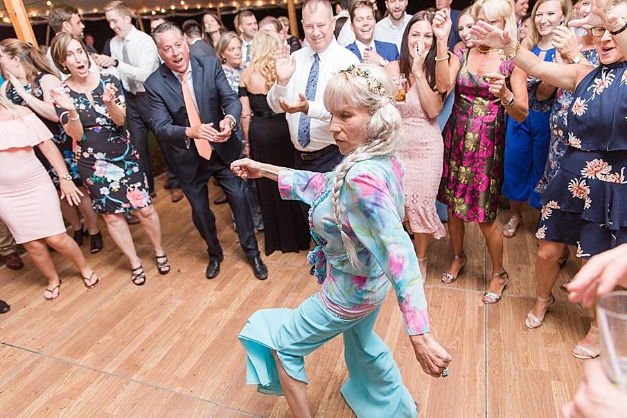 senecaryanco-pennsylvania-wedding-photographer-scranton-barnatglisteningpond_0586.jpg