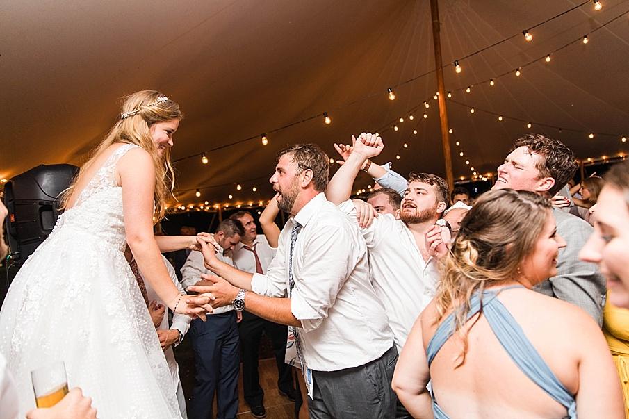 senecaryanco-pennsylvania-wedding-photographer-scranton-barnatglisteningpond_0603.jpg