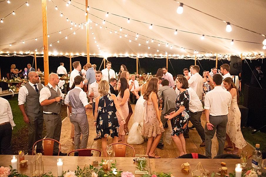 senecaryanco-pennsylvania-wedding-photographer-scranton-barnatglisteningpond_0607.jpg
