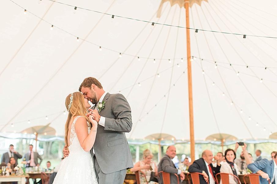 senecaryanco-pennsylvania-wedding-photographer-scranton-barnatglisteningpond_0620.jpg