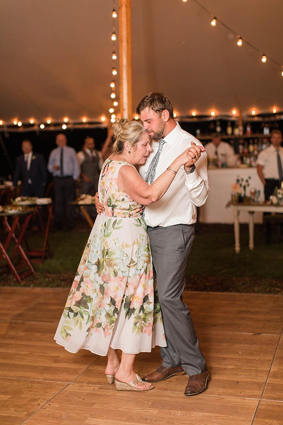 senecaryanco-pennsylvania-wedding-photographer-scranton-barnatglisteningpond_0621.jpg