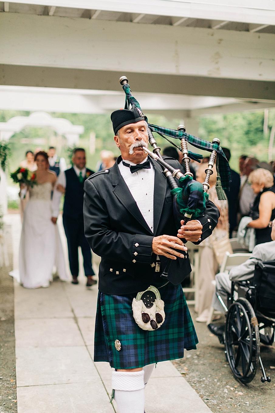 senecaryanco-pennsylvania-wedding-photographer-scranton-barnatglisteningpond_0738.jpg