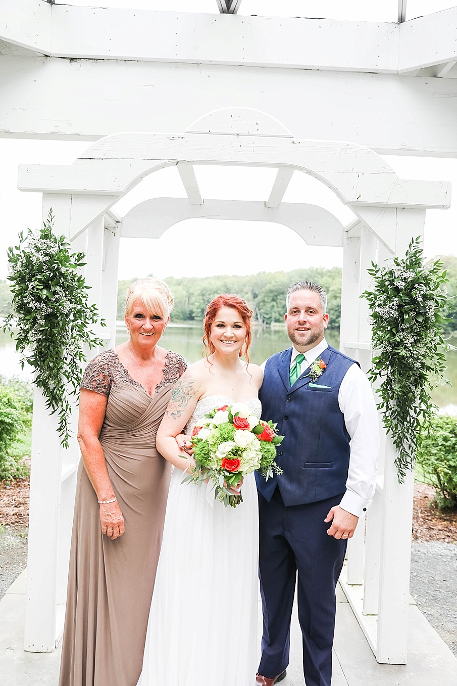 senecaryanco-pennsylvania-wedding-photographer-scranton-barnatglisteningpond_0776.jpg