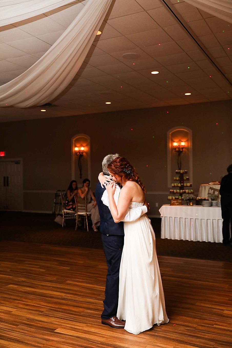 senecaryanco-pennsylvania-wedding-photographer-scranton-barnatglisteningpond_0808.jpg