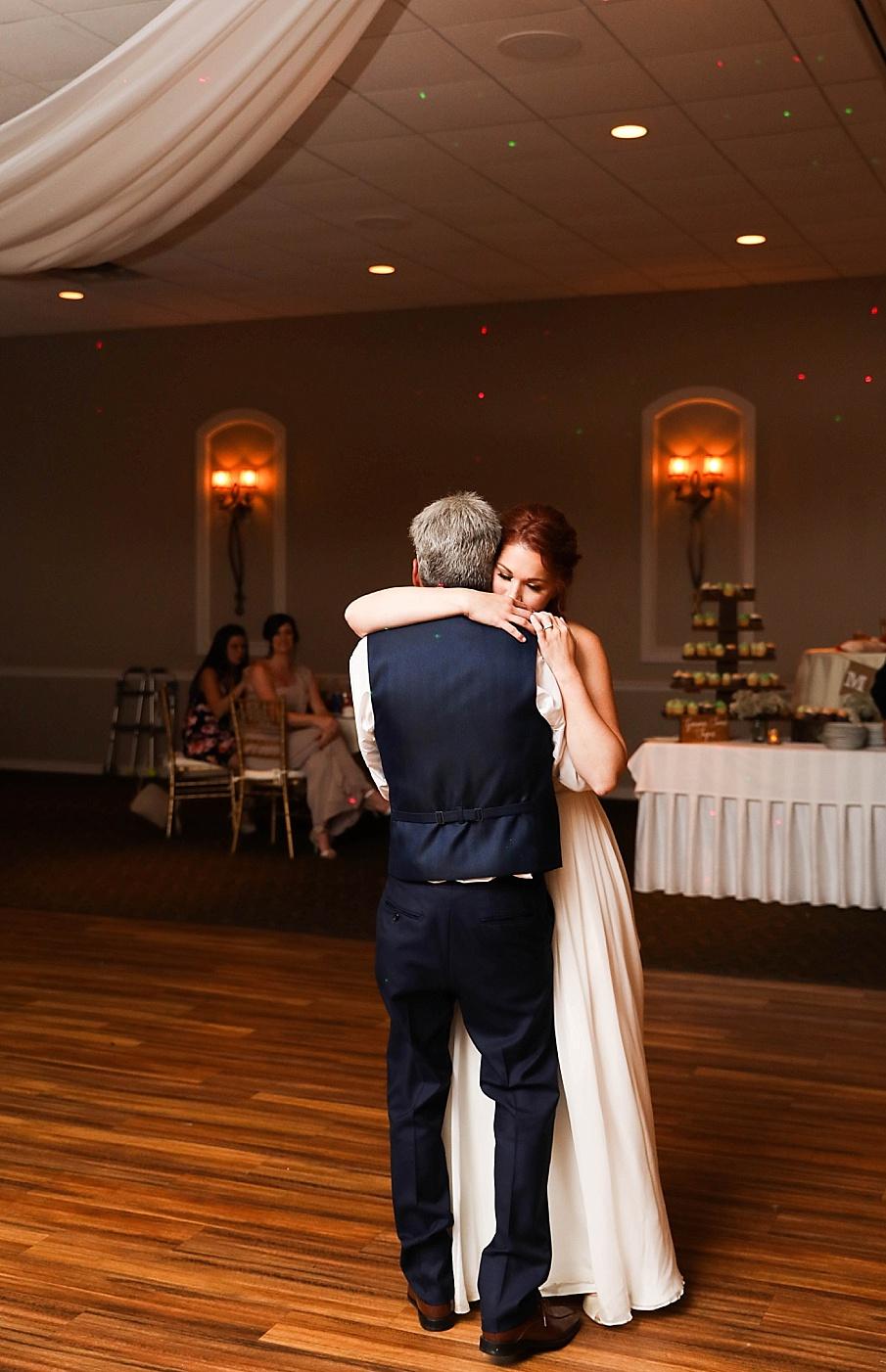 senecaryanco-pennsylvania-wedding-photographer-scranton-barnatglisteningpond_0809.jpg