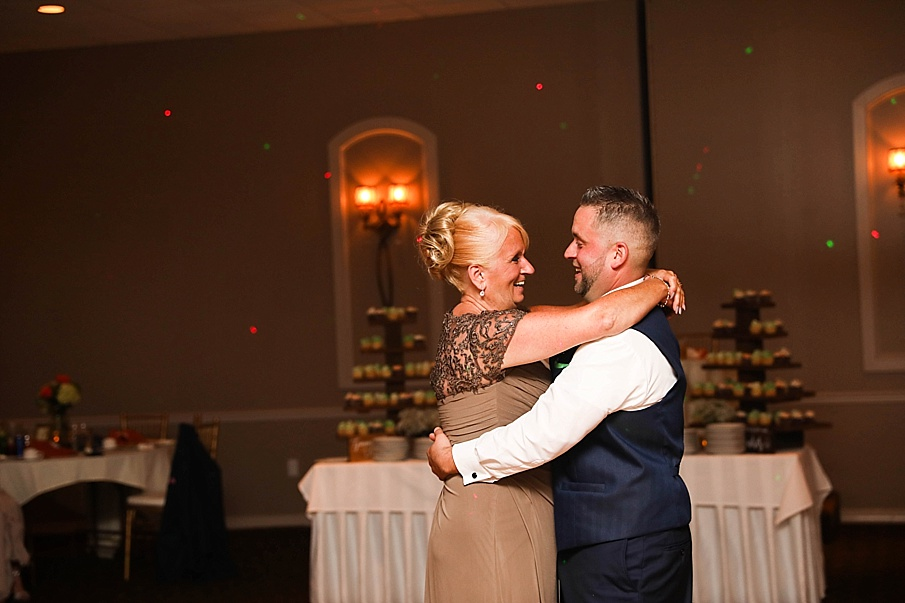 senecaryanco-pennsylvania-wedding-photographer-scranton-barnatglisteningpond_0811.jpg