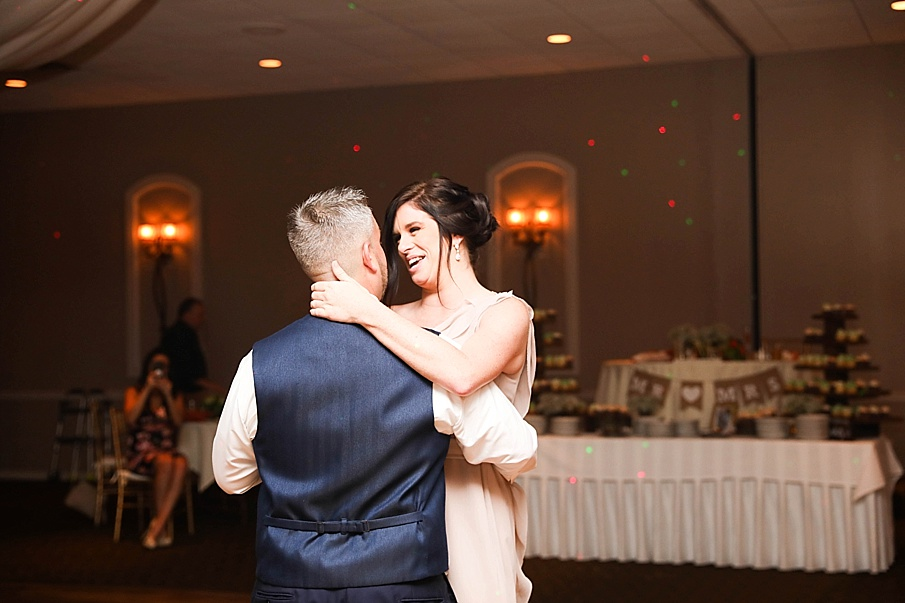 senecaryanco-pennsylvania-wedding-photographer-scranton-barnatglisteningpond_0813.jpg