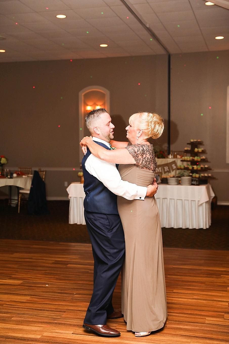 senecaryanco-pennsylvania-wedding-photographer-scranton-barnatglisteningpond_0812.jpg