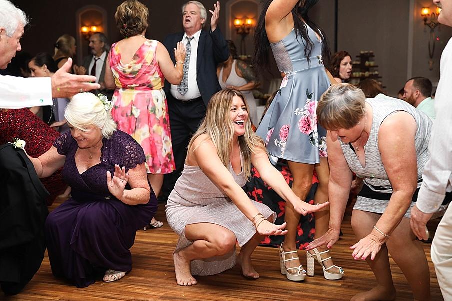 senecaryanco-pennsylvania-wedding-photographer-scranton-barnatglisteningpond_0818.jpg