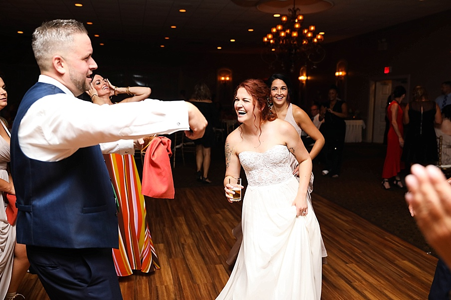 senecaryanco-pennsylvania-wedding-photographer-scranton-barnatglisteningpond_0822.jpg