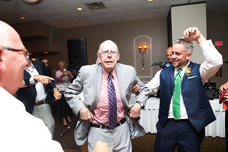 senecaryanco-pennsylvania-wedding-photographer-scranton-barnatglisteningpond_0827.jpg