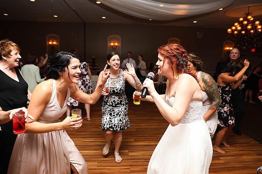 senecaryanco-pennsylvania-wedding-photographer-scranton-barnatglisteningpond_0829.jpg