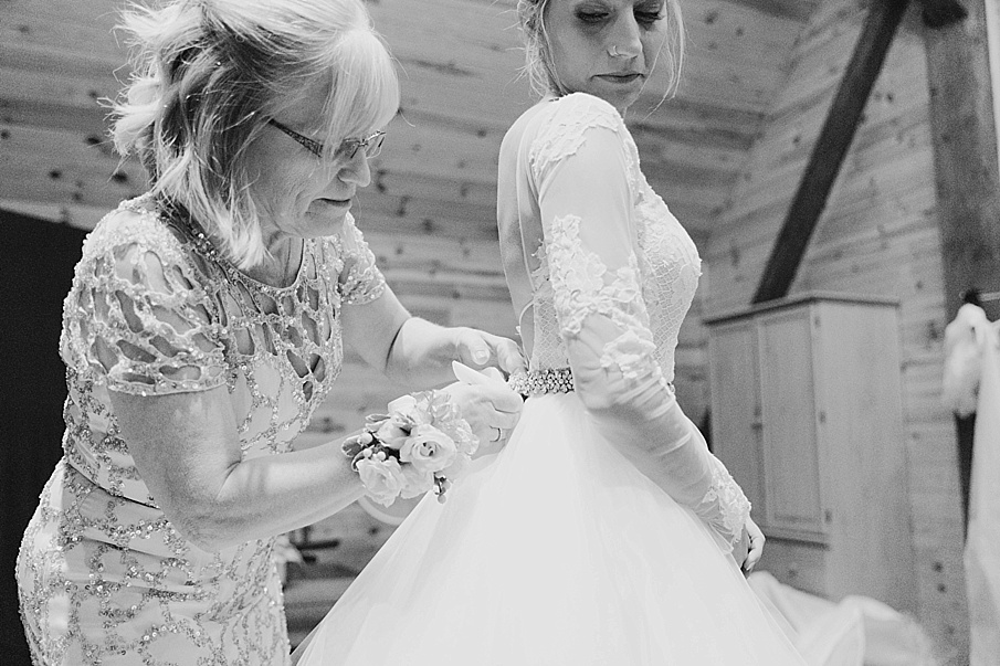 senecaryanco-pennsylvania-wedding-photographer-scranton-barnatglisteningpond_0838.jpg