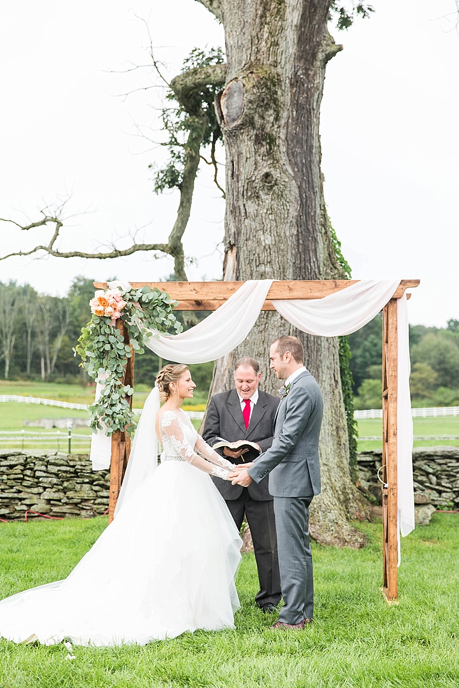 senecaryanco-pennsylvania-wedding-photographer-scranton-barnatglisteningpond_0846.jpg