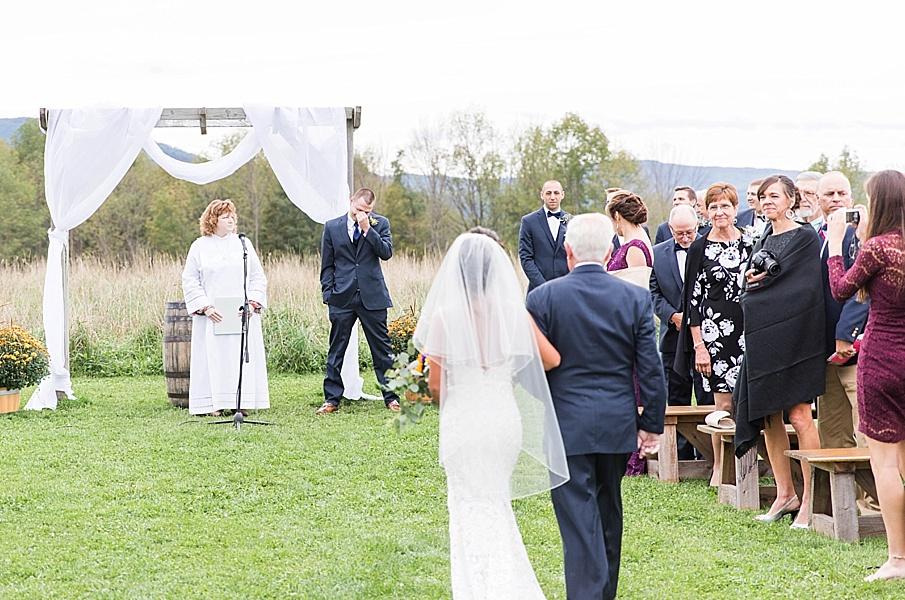 senecaryanco-pennsylvania-wedding-photographer-scranton-farmatcottrelllake_0019.jpg