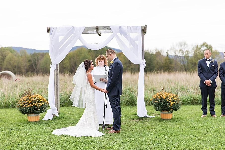 senecaryanco-pennsylvania-wedding-photographer-scranton-farmatcottrelllake_0021.jpg
