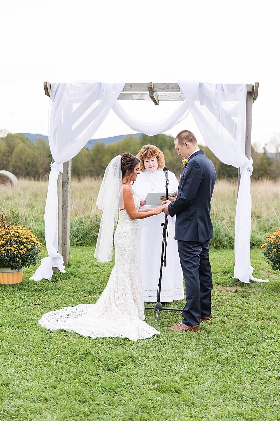 senecaryanco-pennsylvania-wedding-photographer-scranton-farmatcottrelllake_0022.jpg