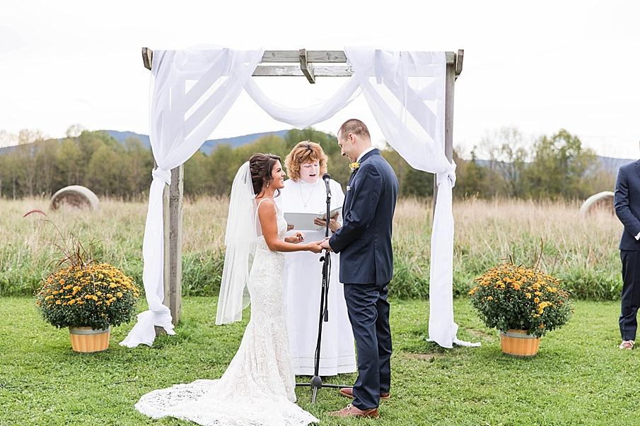 senecaryanco-pennsylvania-wedding-photographer-scranton-farmatcottrelllake_0023.jpg