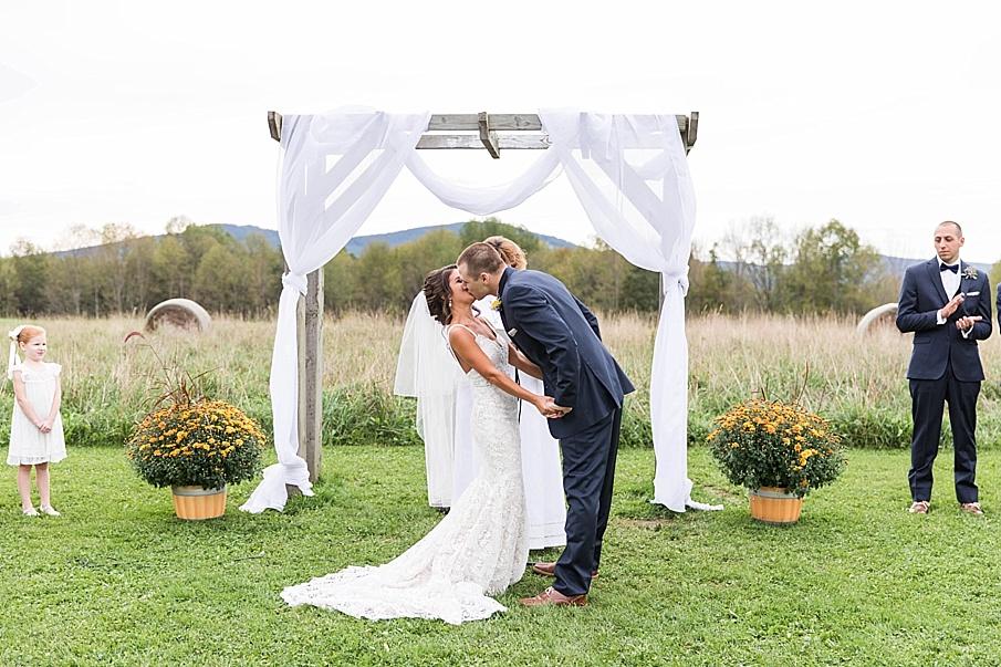 senecaryanco-pennsylvania-wedding-photographer-scranton-farmatcottrelllake_0024.jpg
