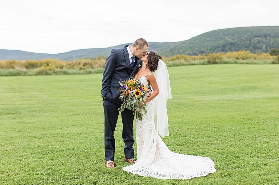 senecaryanco-pennsylvania-wedding-photographer-scranton-farmatcottrelllake_0044.jpg