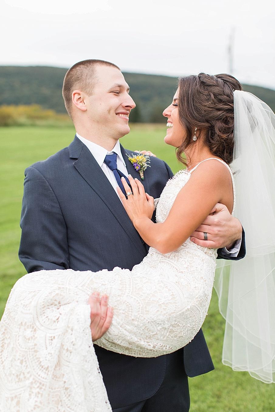 senecaryanco-pennsylvania-wedding-photographer-scranton-farmatcottrelllake_0049.jpg