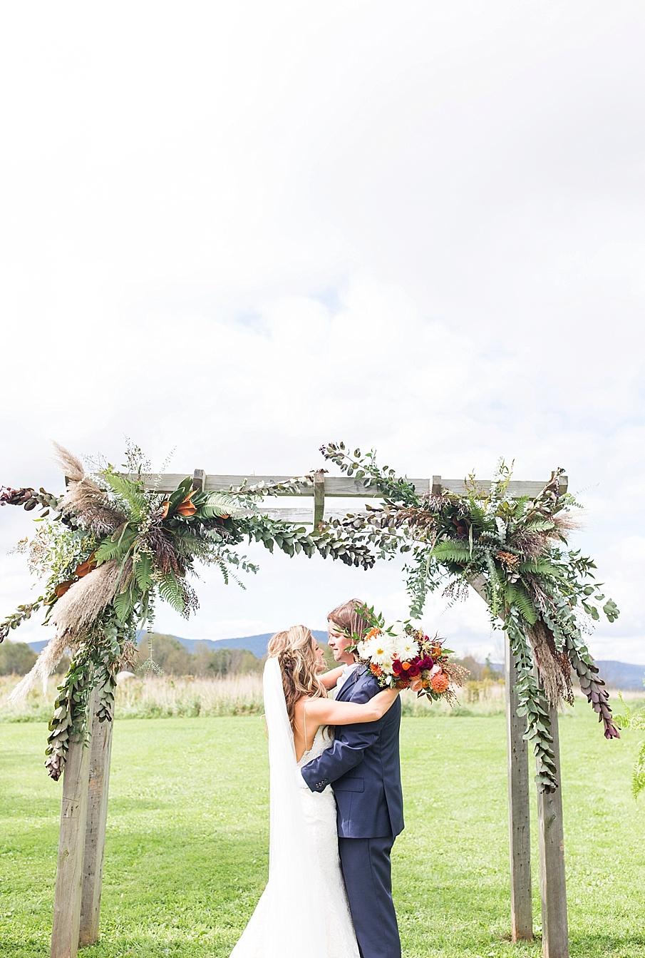 senecaryanco-pennsylvania-wedding-photographer-scranton-farmatcottrelllake_0144.jpg