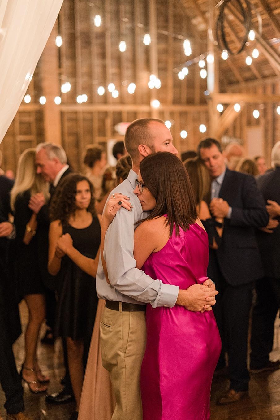 senecaryanco-pennsylvania-wedding-photographer-scranton-farmatcottrelllake_0244.jpg