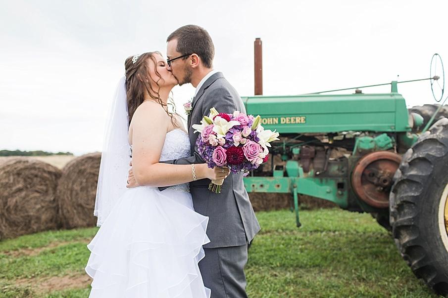 senecaryanco-pennsylvania-wedding-photographer-scranton-barnatglisteningpond_0016.jpg