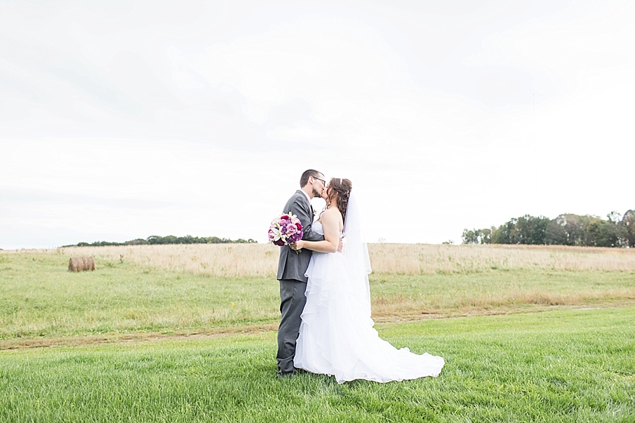 senecaryanco-pennsylvania-wedding-photographer-scranton-barnatglisteningpond_0018.jpg