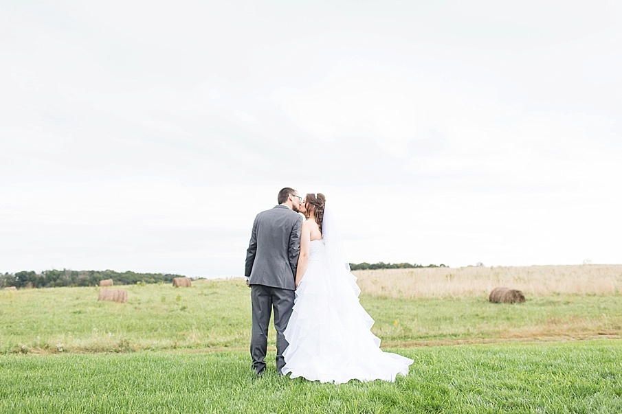 senecaryanco-pennsylvania-wedding-photographer-scranton-barnatglisteningpond_0022.jpg