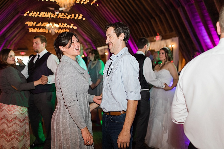 senecaryanco-pennsylvania-wedding-photographer-scranton-barnatglisteningpond_0038.jpg