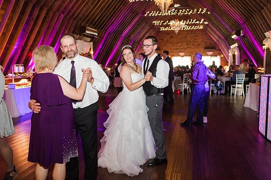 senecaryanco-pennsylvania-wedding-photographer-scranton-barnatglisteningpond_0039.jpg