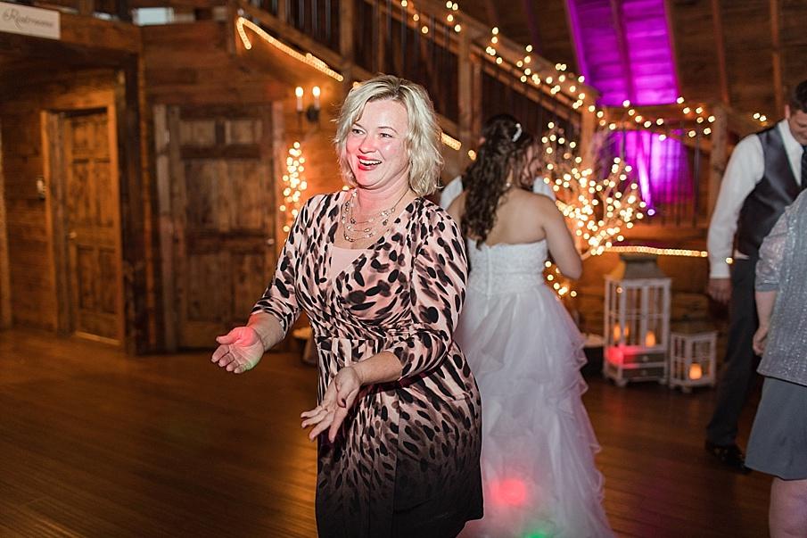 senecaryanco-pennsylvania-wedding-photographer-scranton-barnatglisteningpond_0042.jpg