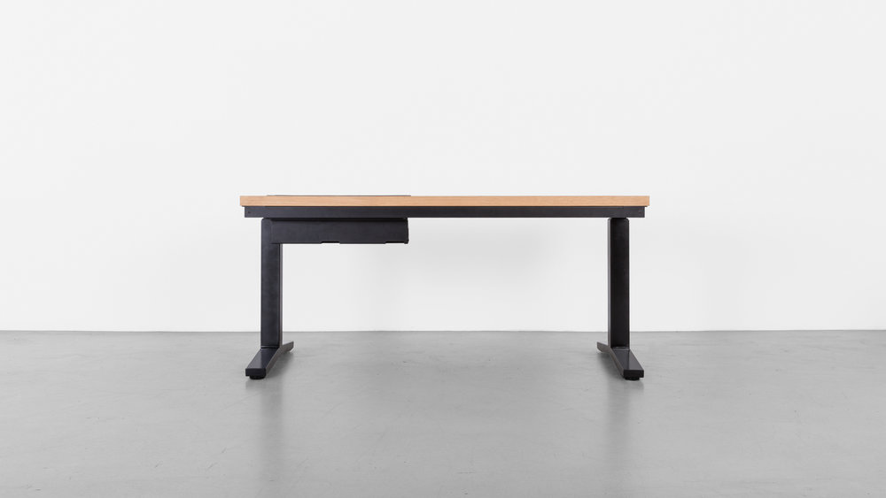 Minim_Rise_Desk_Oak_02.jpg