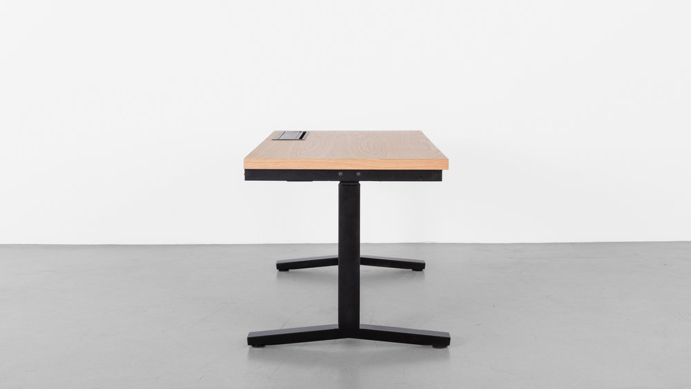 Minim_Rise_Desk_Oak_05.jpg
