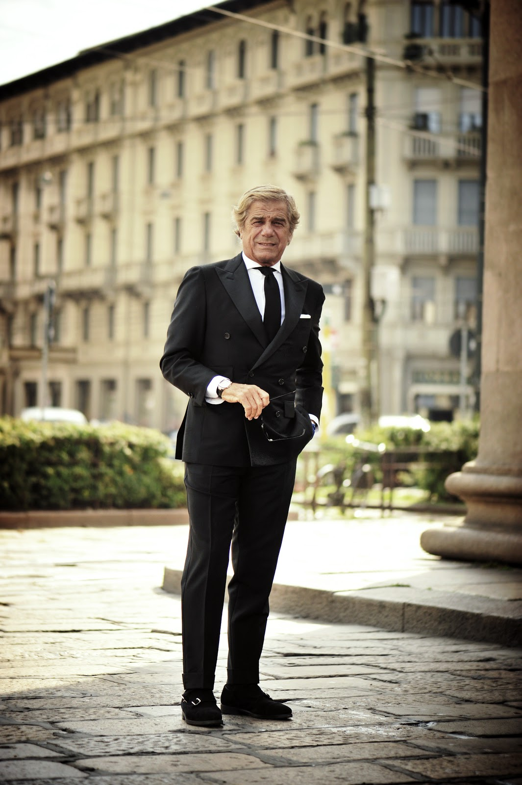 lino-ieluzzi-black-suit-lookbook-streetstyle-men-fashion-icon