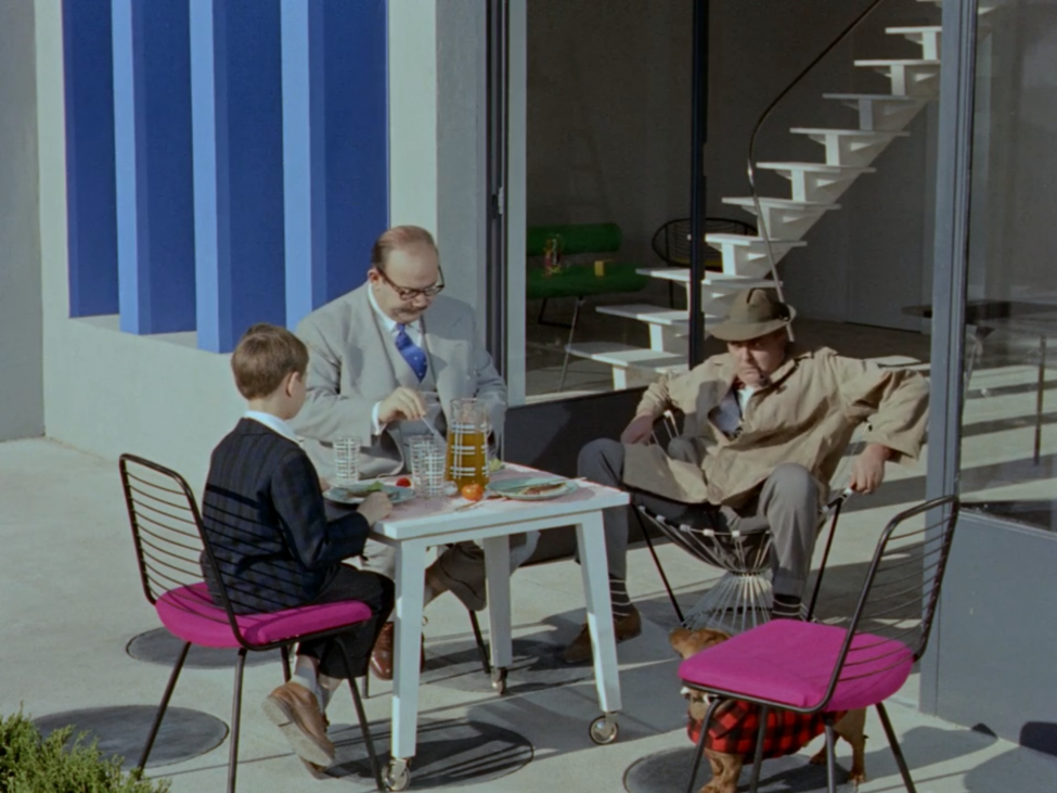 Mr. Hulot fails at Acapulco chair